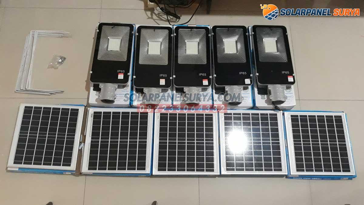 harga lampu jalan pju tenaga surya 2in1 50 watt