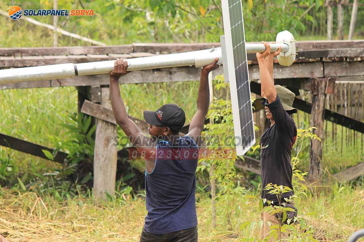 Proyek Pemasangan Lampu Penerangan Jalan Umum (PJU) Tenaga Surya di Papua