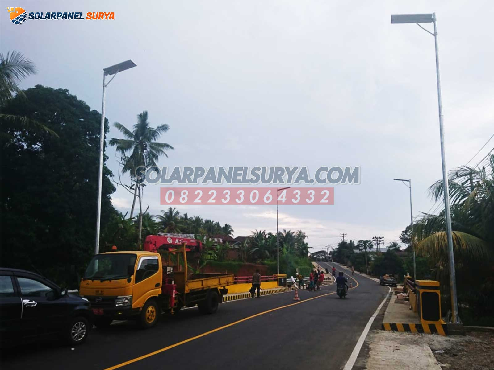 Lampu Jalan PJU Tenaga Surya All In One 100 watt Philips